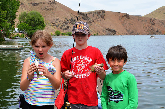 kids fishing at Hewitt Holcomb Park