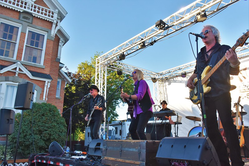 Concert performanc on the lawn in front of the historic Ison House in Baker City