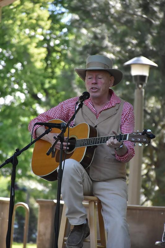 Pioneer singer Hank Cramer with Guitar